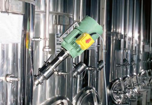 mélangeur électrique oblique et amovible